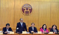 รองนายกรัฐมนตรีเหงวียนซวนฟุกลงพื้นที่ตรวจสอบการเตรียมจัดการเลือกตั้งสมาชิกรัฐสภา ณ กรุงฮานอย