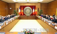 ประธานรัฐสภาเหงวียนซิงหุ่งเจรจากับประธานรัฐสภาฝรั่งเศส