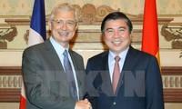 ประธานรัฐสภาฝรั่งเศสเสร็จสิ้นการเยือนเวียดนามด้วยผลสำเร็จอย่างงดงาม