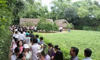 คณะครูอาจารย์และนักเรียนเวียดนามที่อาศัยในประเทศไทยเยือนถิ่นเกิดของประธานโฮจิมินห์