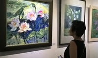 """งานนิทรรศการภาพวาด """"ดอกบัว""""ในกรุงฮานอย"""