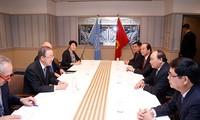 นายกรัฐมนตรีเหงวียนซวนฟุกพบปะทวิภาคีนอกรอบการประชุมสุดยอดจี7 ขยายวง