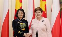 รองประธานประเทศ ดั่งถิหงอกถิ่งพบปะกับนายกรัฐมนตรีและรองประธานสภาล่างโปแลนด์