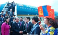 นายกรัฐมนตรี เหงวียนซวนฟุก เดินทางไปเยือนประเทศมองโกเลียและเข้าร่วมการประชุมสุดยอดอาเซมครั้งที่ 11