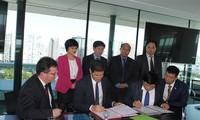สถานีวิทยุเวียดนามลงนามข้อตกลงความร่วมมือกับสถานีวิทยุฝรั่งเศส
