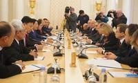 รองนายกรัฐมนตรีและรัฐมนตรีว่าการกระทรวงการต่างประเทศเวียดนามเจรจากับรัฐมนตรีต่างประเทศรัสเซีย