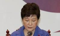 ประชาชนสาธารณรัฐเกาหลีหลายแสนคนเรียกร้องให้ประธานาธิบดี ปาร์ค กึน เฮ ลาออกจากตำแหน่ง