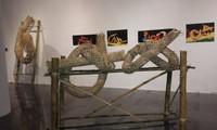 งานนิทรรศการประติมากรรม ภาพถ่ายและศิลปะการเคลื่อนไหวร่างกายของศิลปินอเมริกันในเวียดนาม