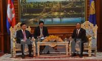 รองนายกรัฐมนตรีและรัฐมนตรีว่าการกระทรวงการต่างประเทศเวียดนามเข้าเยี่ยมคารวะประธานรัฐสภากัมพูชา