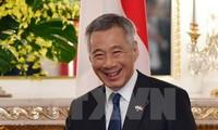 นาย หลีเซียนหลุง นายกรัฐมนตรีสิงคโปร์และภริยาเริ่มการเยือนเวียดนามอย่างเป็นทางการ