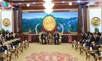 ประธานประเทศลาวชื่นชมประสิทธิผลของความร่วมมือระหว่างสำนักประธานประเทศของเวียดนาม-ลาว