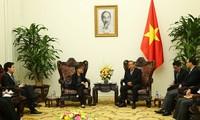 รองนายกรัฐมนตรีเจืองหว่าบิ่งให้การต้อนรับเอกอัครราชทูตสิงคโปร์ประจำเวียดนาม