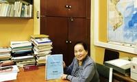 นักวิทยาศาสตร์หญิงเวียดนามได้รับเข็มที่ระลึกพุชกิ้นแห่งรัสเซีย
