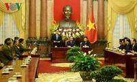 ประธานประเทศเจิ่นด่ายกวางให้การต้อนรับคณะผู้แทนประชาชนลาวที่บำเพ็ญประโยชน์ต่อการปฏิวัติเวียดนาม