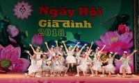 "Hari Keluarga Vietnam dengan tema:  ""Keluarga - sandaran cinta kasih"""