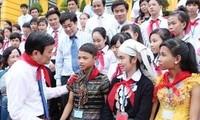 President Truong Tan Sang meets underprivileged children