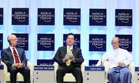 Prime Minister Nguyen Tan Dung delivers opening speech at the WEF on East Asia