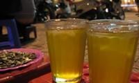 Hà Nội trà đá vỉa hè - Iced tea on Hanoi pavements
