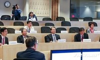 Deputy PM Vu Van Ninh meets Harvard scholars