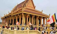 Theravada Buddhists' robe-offering festival celebrated in Hanoi