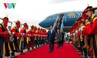 Prime Minister Nguyen Tan Dung arrives in Busan, RoK.