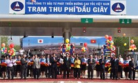 Ho Chi Minh City-Long Thanh-Dau Giay highway opens to traffic