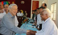Party General Secretary Nguyen Phu Trong visits Tieu Can district, Tra Vinh province