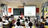 Promoting IT application and new teaching methods among educators