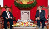 Vietnam, Laos commit to promote their special unity and cooperation