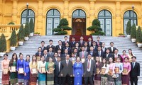 Vice President Nguyen Thi Doan receives outstanding Laotian students