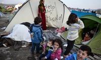 Greece delays sending refugees back to Turkey under EU deal