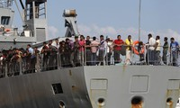 US backs NATO naval patrol in Mediterranean to close refugee route