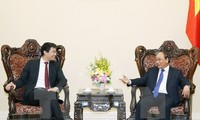 Prime Minister Nguyen Xuan Phuc receives WEF Managing Director Philipp Rosler