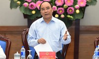 PM Nguyen Xuan Phuc: The whole political system should work to ensure food safety