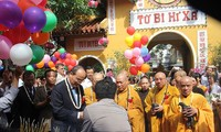 VFF President congratulates Buddhist monks and followers on Vesak 2016