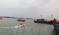 Vietnamese fishermen rescue five Malaysian fishermen at sea
