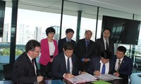The Voice of Vietnam signs cooperative agreement with Radio France