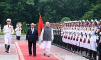 Prime Minister Nguyen Xuan Phuc chaired a welcoming ceremony for Indian Prime Minister Narendra Modi