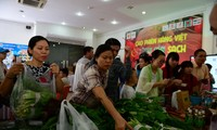 Shopping at weekend agriculture fair