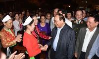 PM Nguyen Xuan Phuc attends Great Unity Festival in Hoa Binh
