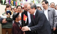 Vietnam Fatherland Front President Nhan extended Christmas greetings to Catholic community