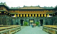 Hue celebrates 2.5 million tourists record