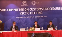 Sharing experience in administrative reform, technological application in customs