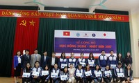 Hanoi's students receive Soshi scholarships