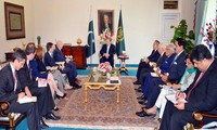 The US pledges to strengthen relations with Pakistan
