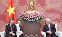 NA Vice Chairman Uong Chu Luu receives International Cooperatives Federation