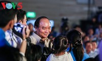 Prime Minister Nguyen Xuan Phuc: care for workers by employment solutions