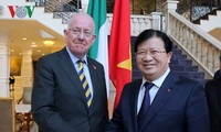 Deputy Prime Minister Trinh Dinh Dung continues his working visit to Ireland