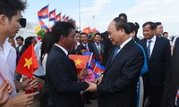 PM begins official visit to Cambodia