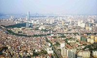 Fitch raises economic outlook for Vietnam to positive